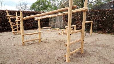 robinia hout palen kopen hangrek openbaar gebruik, NEN-EN 1176 Kopen? speeltoestel hang rek apenbrug,