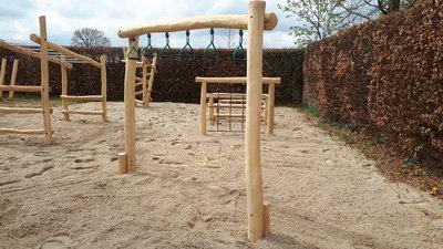 robinia hout palen kopen hangringen openbaar gebruik speeltoestel